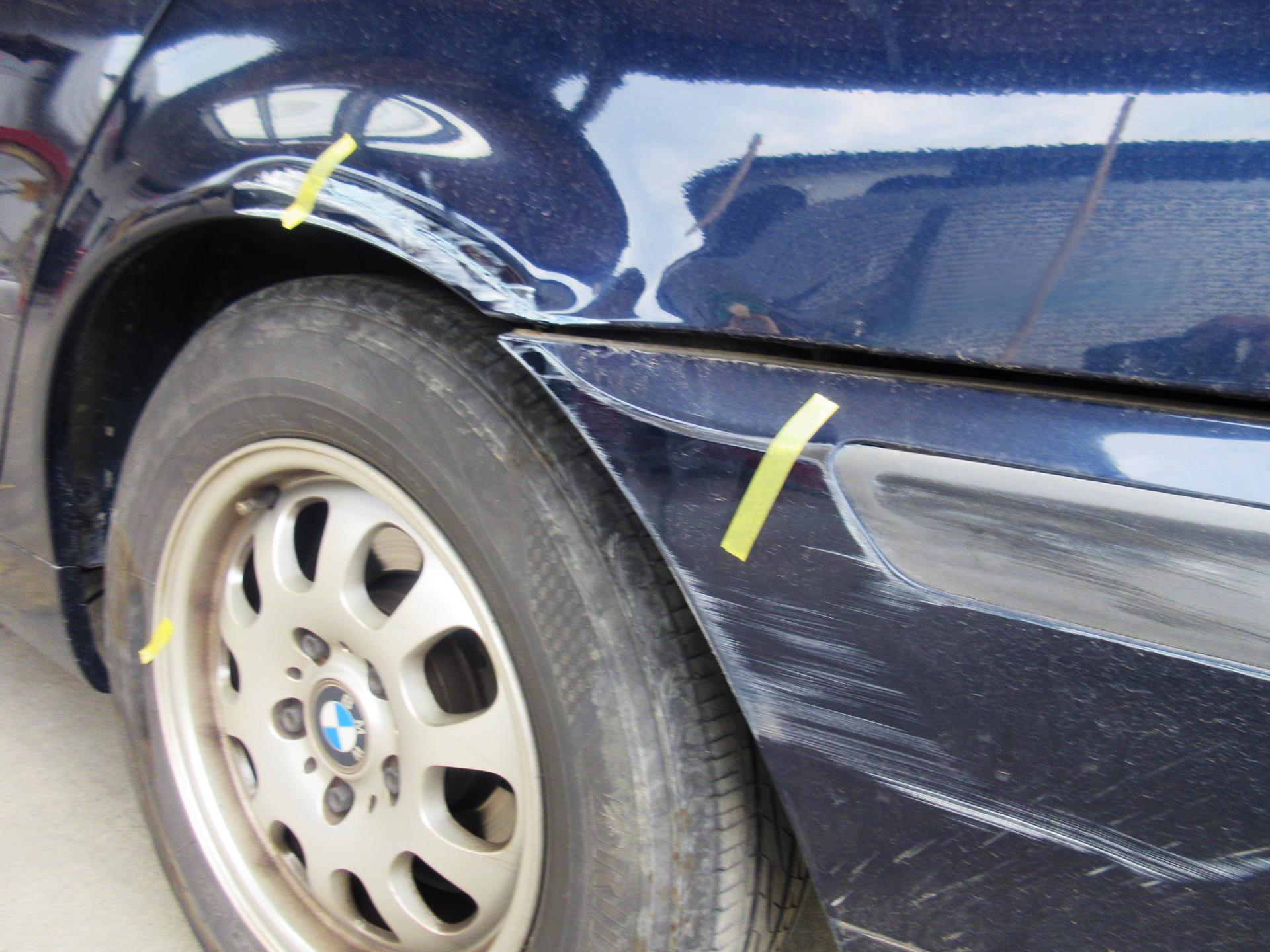 BMW3シリーズ バンパー・ リアフェンダーのキズ